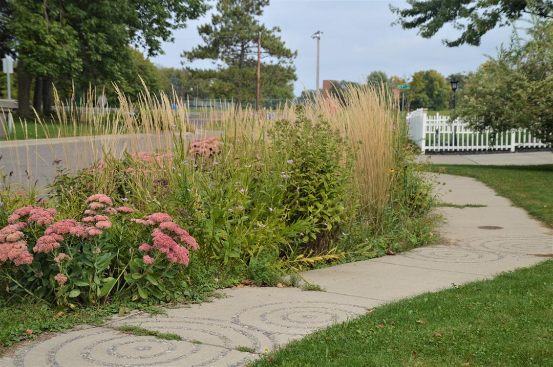 Living streets curb garden